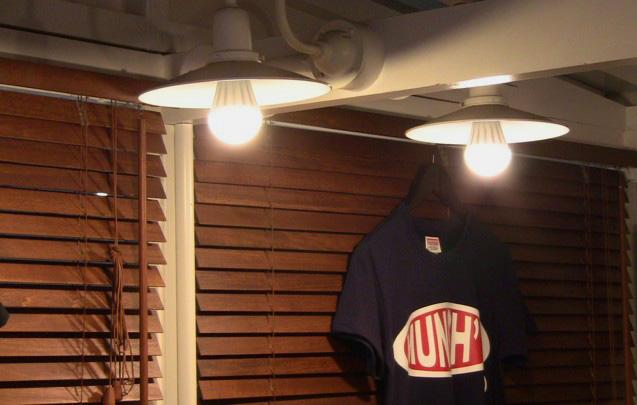 MUNCH'S BURGER 店内LED照明