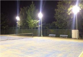テニスコートに採用